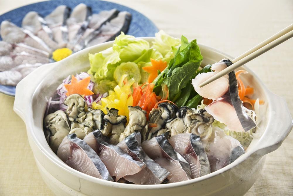 【夕食・朝食付】メインは牡蠣入り鰆(さわら)鍋、瀬戸内播磨灘産丸鯵の姿造り付 鰆鍋御膳|11月まで|
