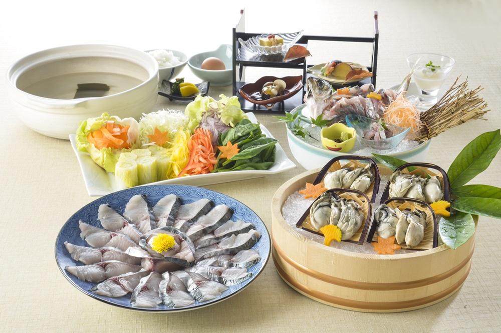 【夕食・朝食付】(飲み放題付)メインは牡蠣入り鰆(さわら)鍋、瀬戸内播磨灘産丸鯵の姿造り付 鰆鍋御膳