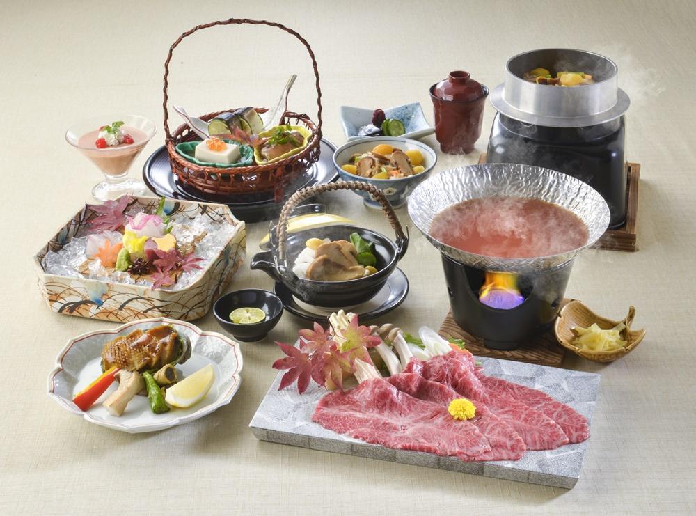 【夕食・朝食付】(料理グレードアップ)土瓶蒸しや鮑バター焼き付き  和牛みすじ和風トマト鍋特選会席