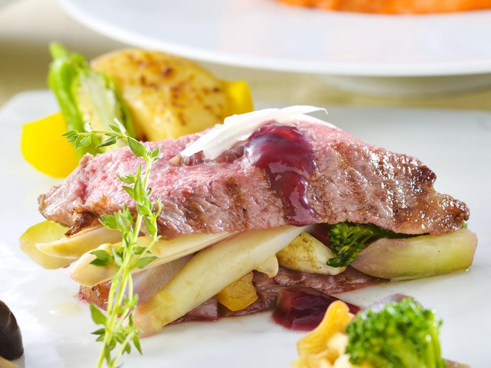 【夕食・朝食付】和牛ロースのグリエ お菓子仕立てと地野菜の特選コース|11月まで
