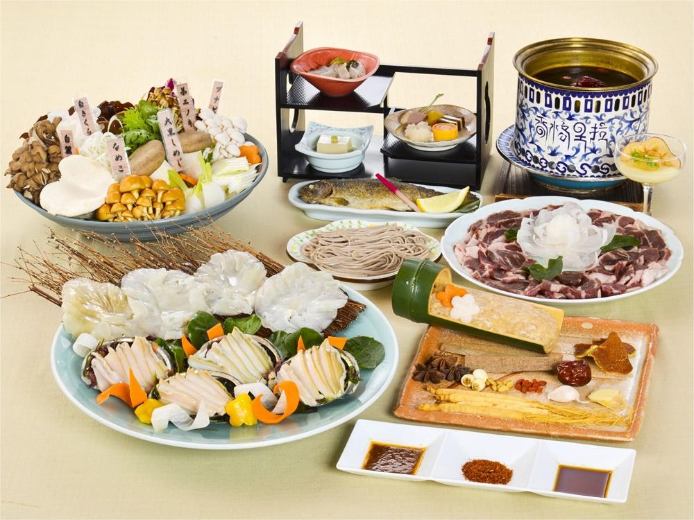 【夕食・朝食付】料理グレードアップ|アワビやフカヒレ、ボタン肉付美楽黒湯(びらくへいたん)特撰御膳