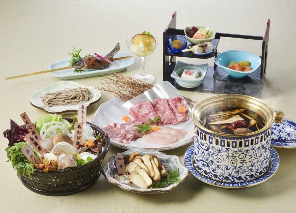 【夕食・朝食付】松茸と信州ブランド肉三種盛り付き 美楽黒湯(びらくへいたん)特選御膳