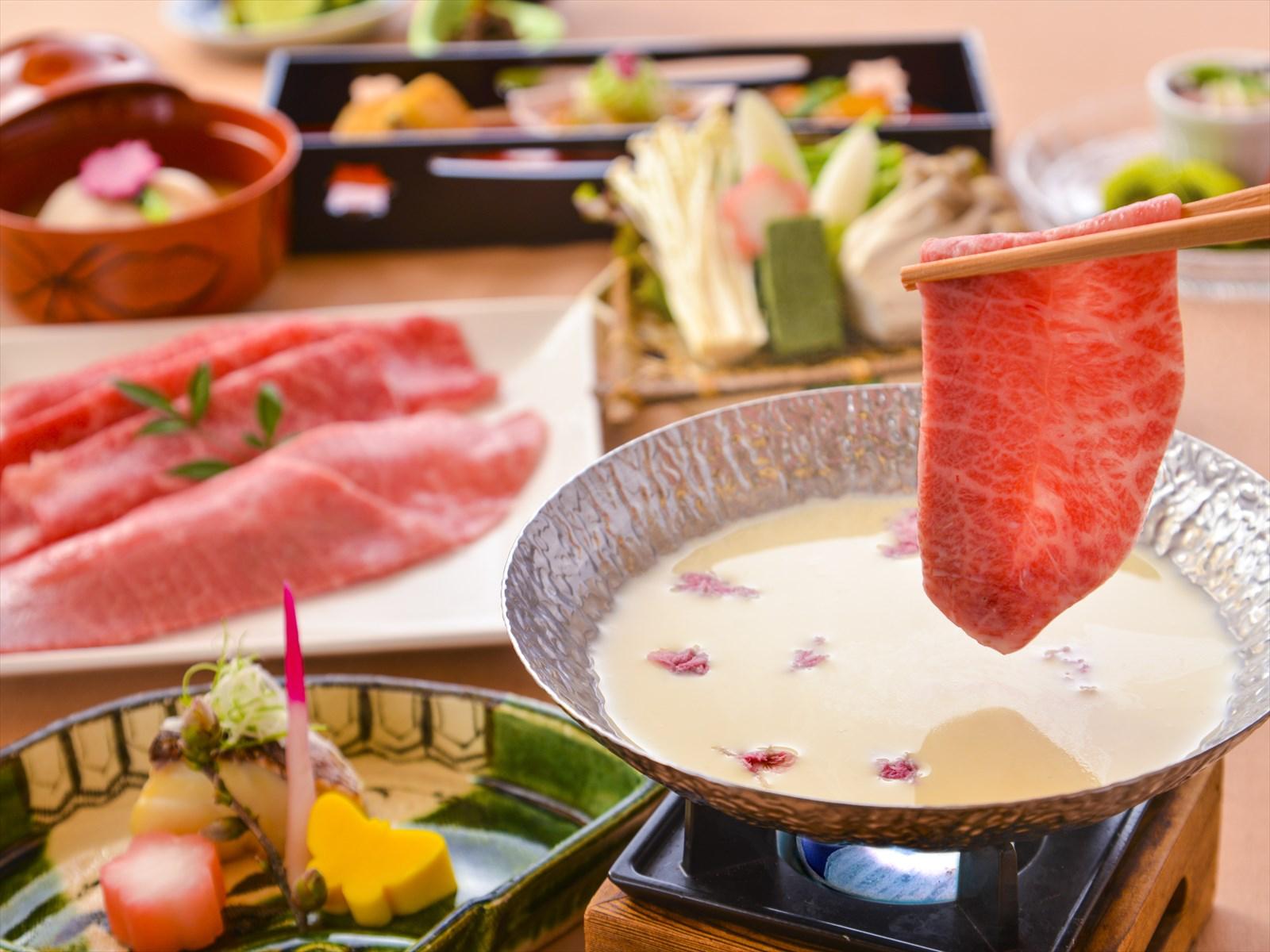 【夕食・朝食付】『近江牛』みすじ・ロース2種盛りの豆乳しゃぶしゃぶ鍋特撰会席|5月まで