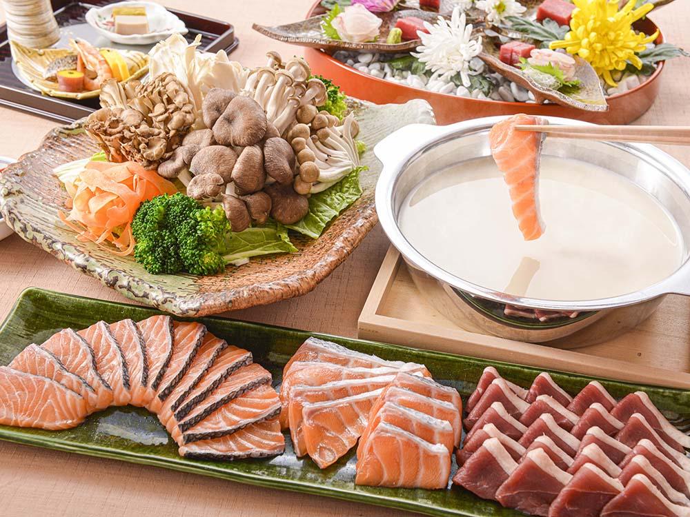 【夕食・朝食付】和風シチュー仕立ての『秋鮭と合鴨の白湯鍋』御膳|11月まで