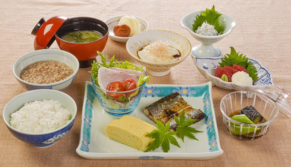 【朝食付】灰干しさんま栄養たっぷり和朝食 マグロ付き 1日の始まりは朝から!
